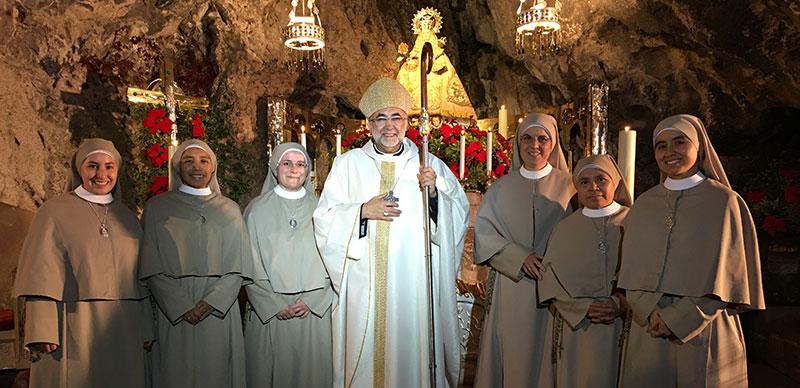 Sanz y las monjas de la casa de Covadonga